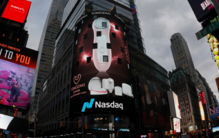 A New Generation of Cosmetic Instruments Showcased in Times Square, New York, Showing the Charm of the Rapid Development of Life Science and Technology! 5