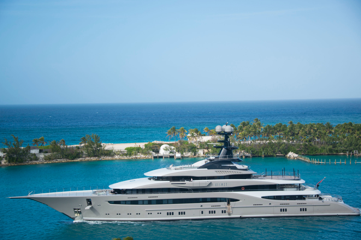 RealtimeCampaign.com Explains What It's Really Like to Travel on a Megayacht 1