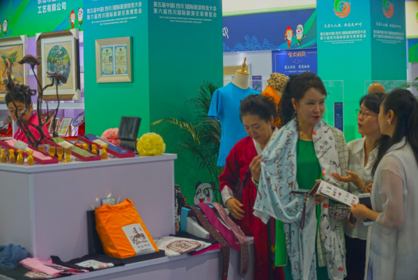 """""""Leshan Gifts"""" Stand Out at the 5th China (Sichuan) International Tourism Investment Conference and the 6th Sichuan International Travel Expo 1"""