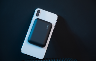 iWALK Link Me Air, The Smallest Wireless Portable Charger with Nano-Suction 2