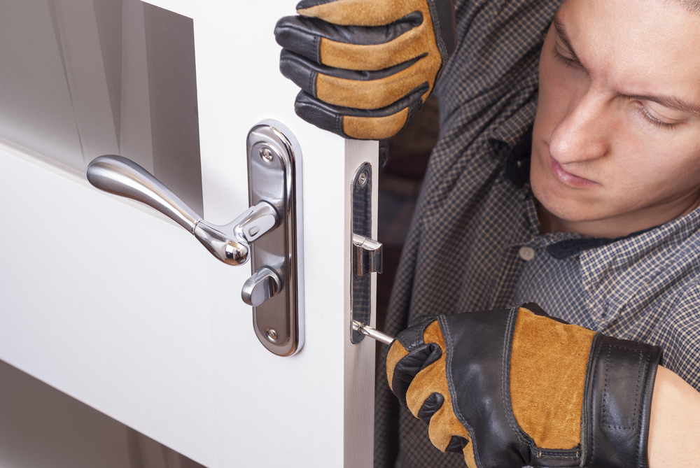Toronto Top Locksmith Offering Emergency Door Repair Services 1