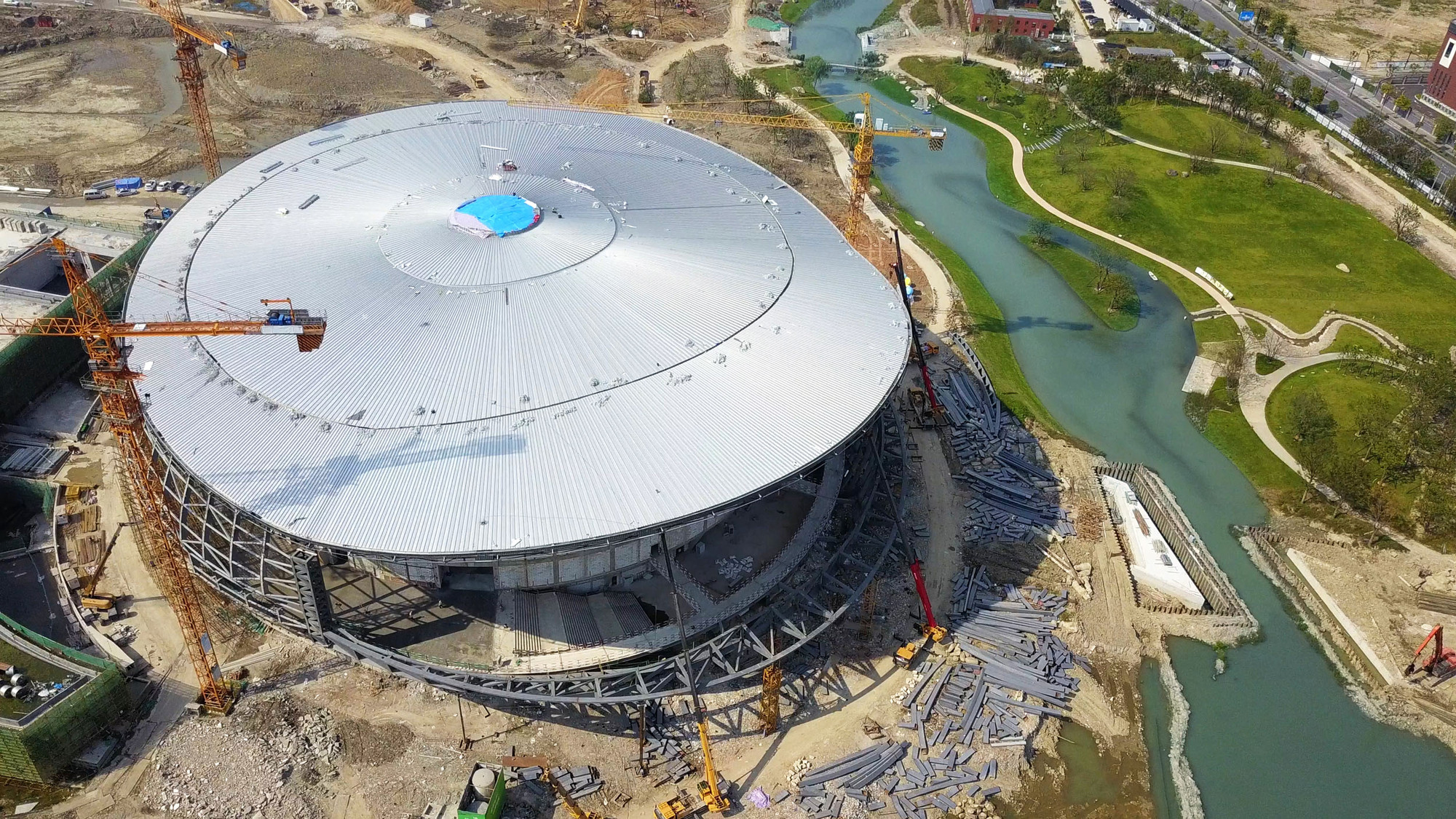Construction on main structure of Hangzhou Asian Games Village completed 1