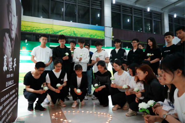 Hangzhou students mourn 'father of hybrid rice' 3